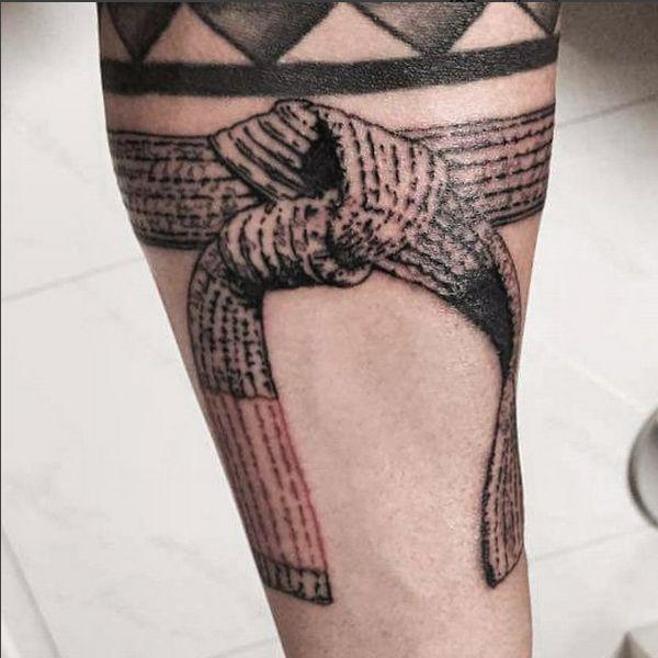 Selecionamos algumas tatuagens em homenagem aos amantes do Jiu Jitsu, todas realizadas por artistas brasileiros. Clique nas fotos para acessar o instagram dos