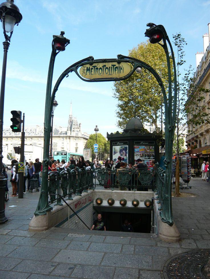 Paris, Métropolitain, Entrée de la station Saint-Michel, arch. Hector Guimard
