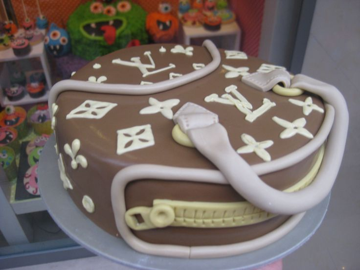 Τούρτες Γενεθλίων - Louis Vuitton! #sugarela #TourtesGenethlion #LuisVuitton #BirthdayCakes