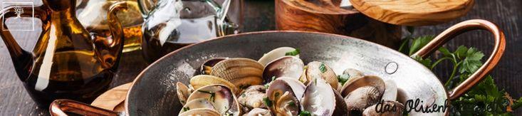 <p>1 kg  #Muschel(n) (#Venusmuscheln) 3 Zehe/n #Knoblauch 1 Bund #Petersilie 2 #Tomate(n) 250 g #Nudeln (dünne #Spaghetti) 1/4 Liter Wein, weiß Salz Pfeffer Öl (#Olivenöl) Die Muscheln gut waschen, geöffnete wegwerfen. In einer tiefen Pfanne großzügig Olivenöl erhitzen, die Muscheln zugeben. Deckel drauf und ca. 8-10 Minuten warten.....#olivenholz #olivewood #olive #wood
