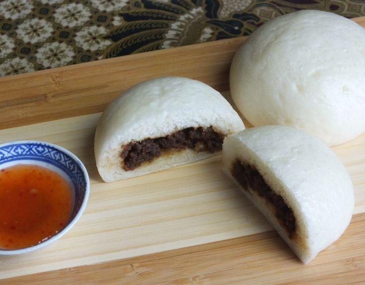 Bapao - recept voor deeg. 600 gram bloem voor 20 broodjes. LET OP SLECHTS 10 MINUTEN RUSTEN EN ELK BOLLETJE KNEDEN.