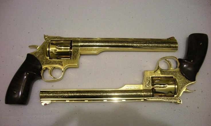 A pair of Dan Wesson 44 Magnum 24kt. gold plated revolvers ...