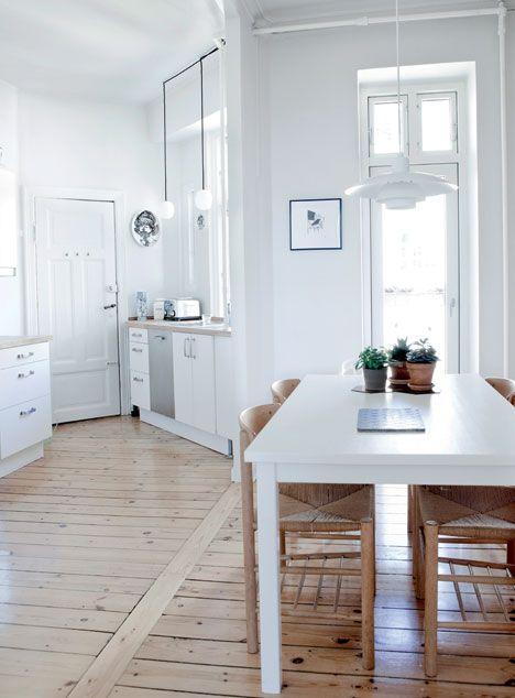 http://www.boligliv.dk/indretning/indretning/hyggelig-minimalisme-enkle-linjer-og-kolige-farver/