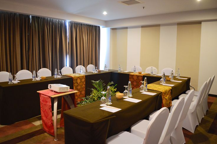 Buleleng Room is located at the 6th floor, featuring 45 m2 of space can be catering up to 50 people altogether. The meeting room has front yard that can be used for purpose of reception area, cocktails table and registration desk.