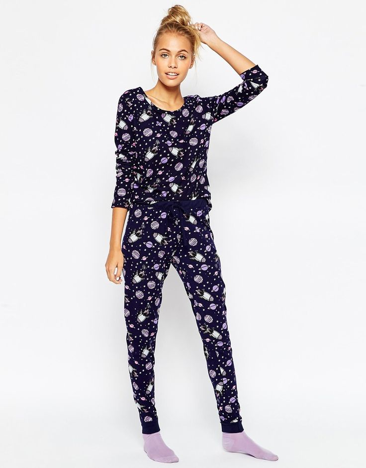 Imagen 1 de Pijama con leggings y camiseta con estampado All Over Space de ASOS