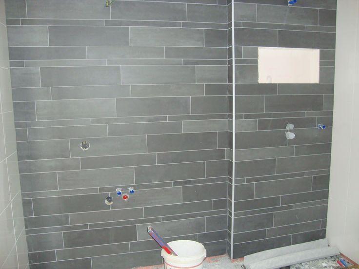 Betonstuc Badkamer Wit ~ Verwerkt Mosa stroken mix tegels van 5 10 15 cm hoog en 60cm breed op