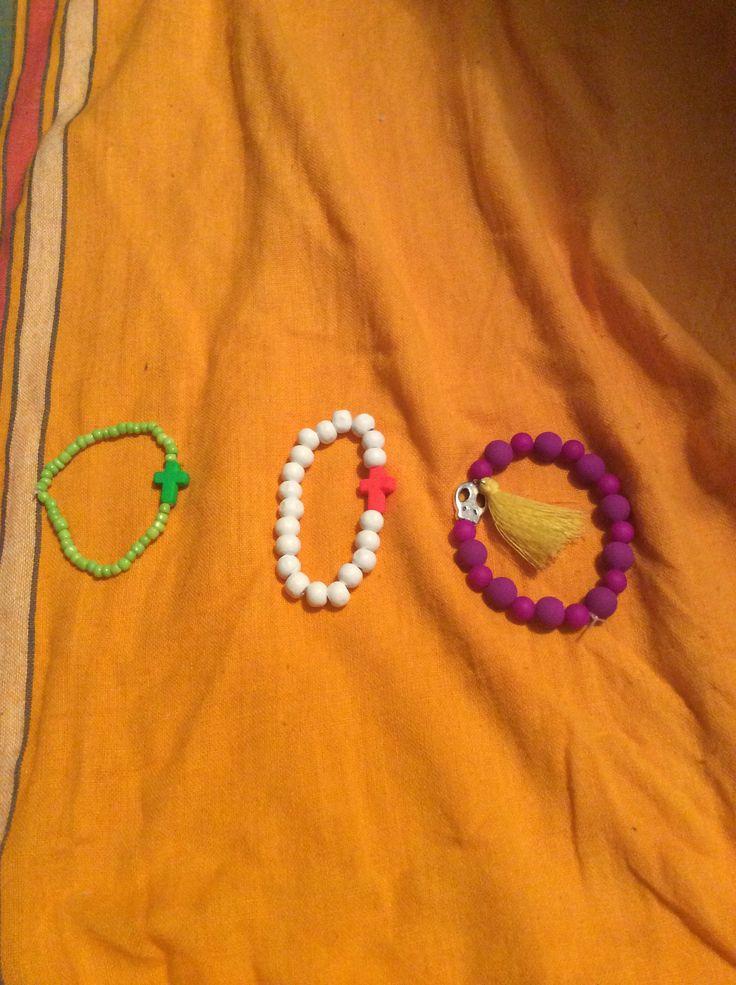 Mais pulseiras...