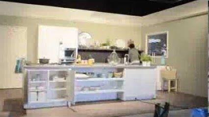 #Knorr, #Unox, #Bertolli, #Croma, #Becel, #Conimex, #Latta, #Hertog en #Solo hebben de kookvideo's opgenomen in onze studio. Hoe maak je van een kale studio een gezellige keuken? In 3 minuten de opbouw van de keuken in studio 2.  http://youtu.be/IyUoPhqwomA