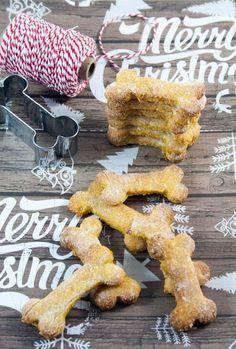 Se ci preoccupiamo tanto della nostra alimentazione, perché non farlo anche per i nostri amici a 4 zampe? Ingredienti per 40 biscotti:1 uovo1 cucchiaio di olio di semi1 carota1 mela100 gr di farina di