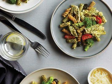 Salade de rotini au brocoli, poulet et pesto (sans gluten)