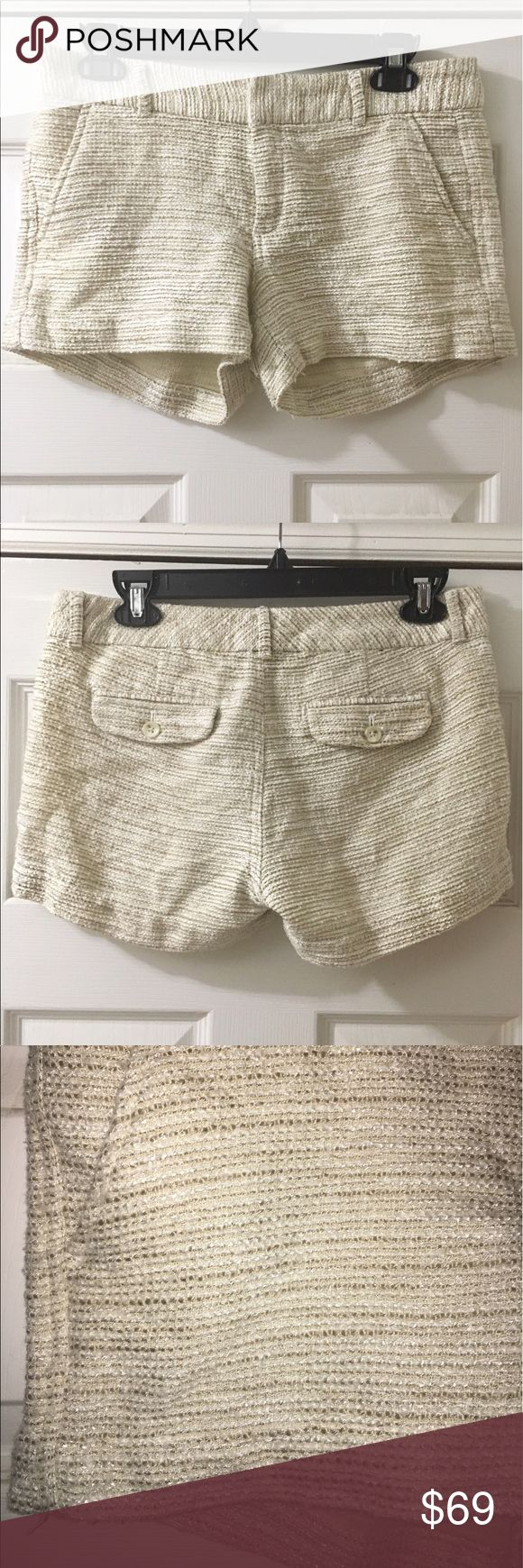Banana Republic Gold & Cream Tweed Shorts size 4 Banana Republic  Tweed Gold & Cream Shorts Useful front pockets Super cute and comfortable  Size: 4 Banana Republic Shorts