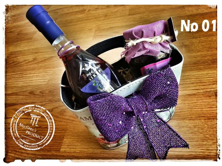 Such a lovely Box..... I love it http://mygreekproduct.com/en/christmas-gifts/274-organic-gift-basket-no-1.html