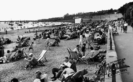 Old photo of Chalkwell Beach c1945, Southend-On-Sea