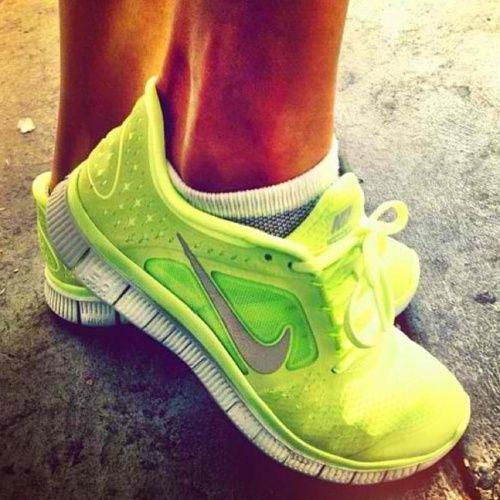 NikesRunning Shoes, Workout Outfit, Nike Free Running, Nike Running, Nike Shoes, Nike Sneakers, Nike Air Max, Neon Nike, Neon Yellow