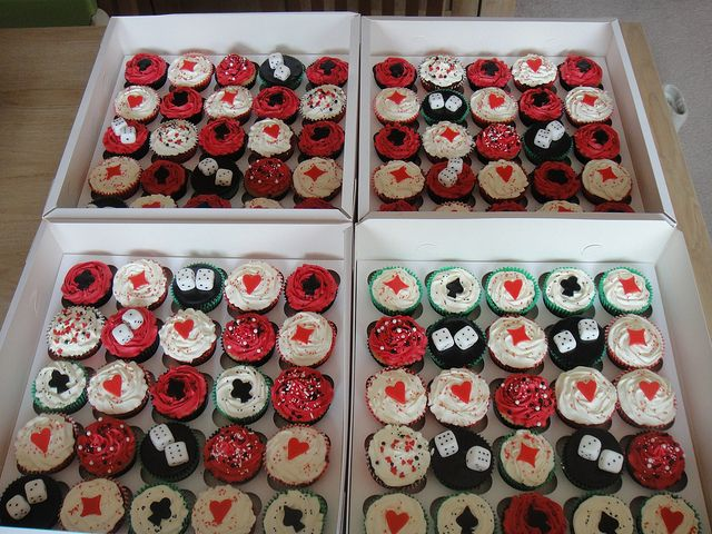 las vegas party cupcakes- great for party back home :)