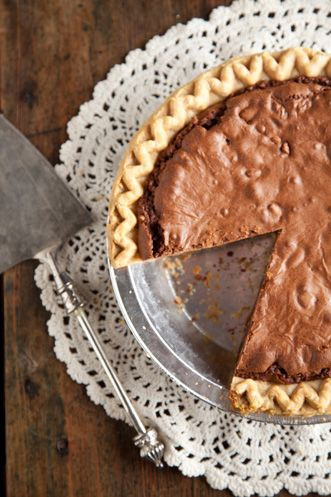 "paula deen's ""corrie's kentucky pie""....vanilla, sugar, eggs, chocolate, pecans......I'M IN! lol gotta make thiss"