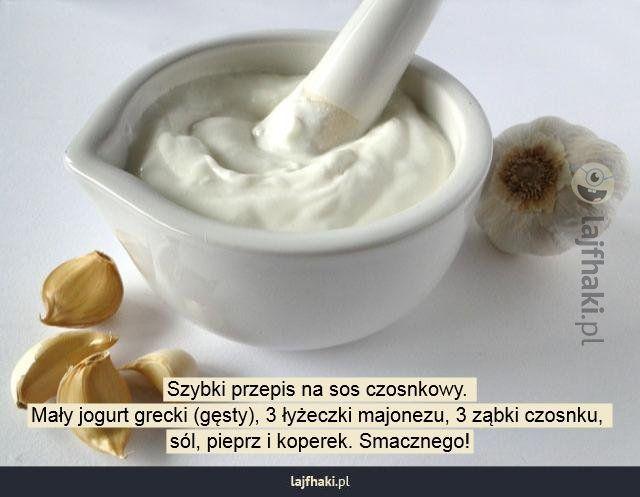 Jak zrobić sos czosnkowy? - Szybki przepis na sos czosnkowy. Mały jogurt grecki (gęsty), 3 łyżeczki majonezu, 3 ząbki czosnku, sól, pieprz i koperek. Smacznego!