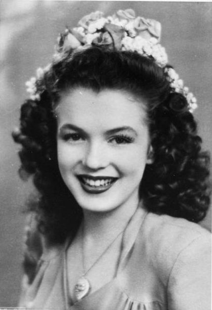 *Norma Jeane Dougherty, 1941 (Marilyn Monroe at 15 years old)