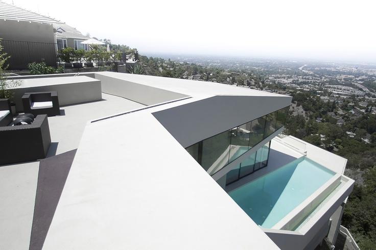 Футуристический особняк на Малхолланд Драйв в Лос Анджелесе
