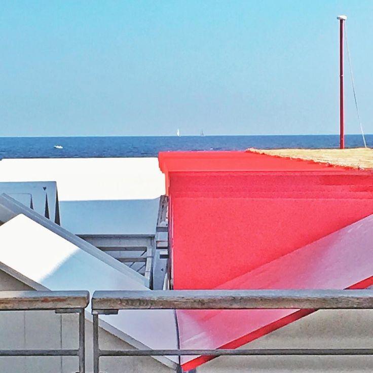 Geometries in blue red and white  #geometries #rsa_minimal #minimalmood #minimal #sky #sea #igersliguria #architecture #igersitalia #snapseed
