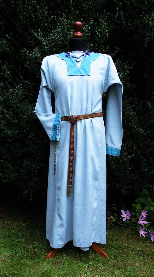 Piękna wikińska suknia