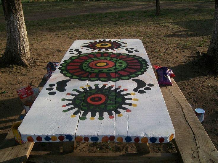 mesa de madera pintada...mandala!