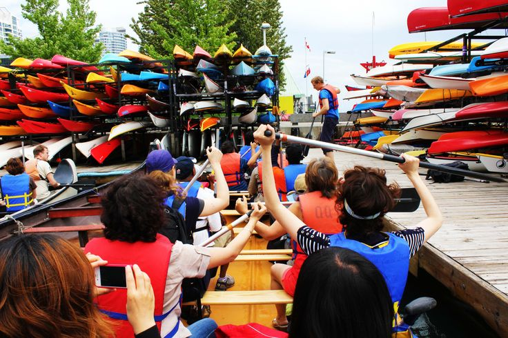 canoe tour to toronto islands by voyageur canoe. paddle 20-seat canoe across the harbour.