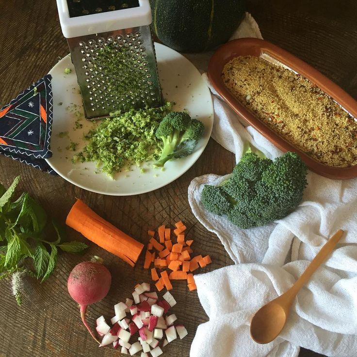 Os he dejado en el blog la receta del cuscús de verduras y menta #recipeoftheday #recipe #receta #cuscús #vegan #mint #vegetables #brocoli #carrot #paseandohilos #radish Un plato sencillo y con truco, para combinar con un pescadito al papillote o una barbacoaza familiar