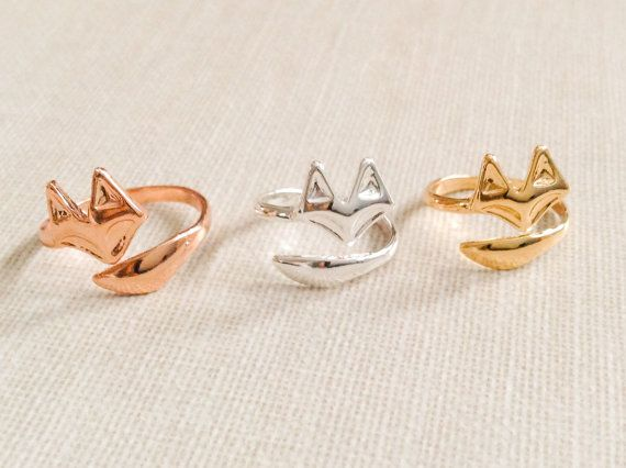Simple fox ring, fox tail ring  Adjustable ring    Can be worn on different fingers at the base of your finger or as a knuckle ring.  Comes in your
