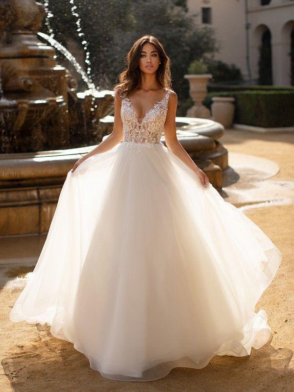 Brautballkleid J6741 aus der Moonlight Collection …