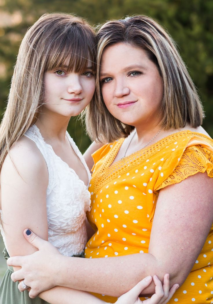 Mother Daughter Pose - Outdoor Family Photo Session