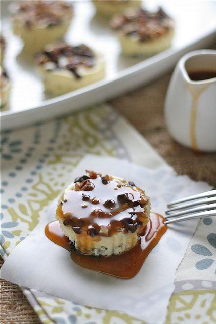 Oreo Turtle Cheesecakes: Oreo Turtles, Food, Individual Oreo, Turtles Cheesecake, Muffins Tins Recipes, Turtle Cheesecake, Minis Cheesecake, Holidays Desserts, Individual Turtles