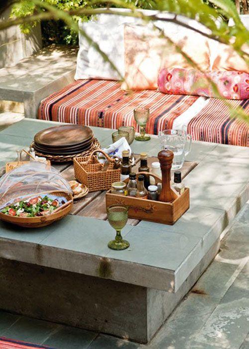 Mesa contemporánea, accesorios andinos.