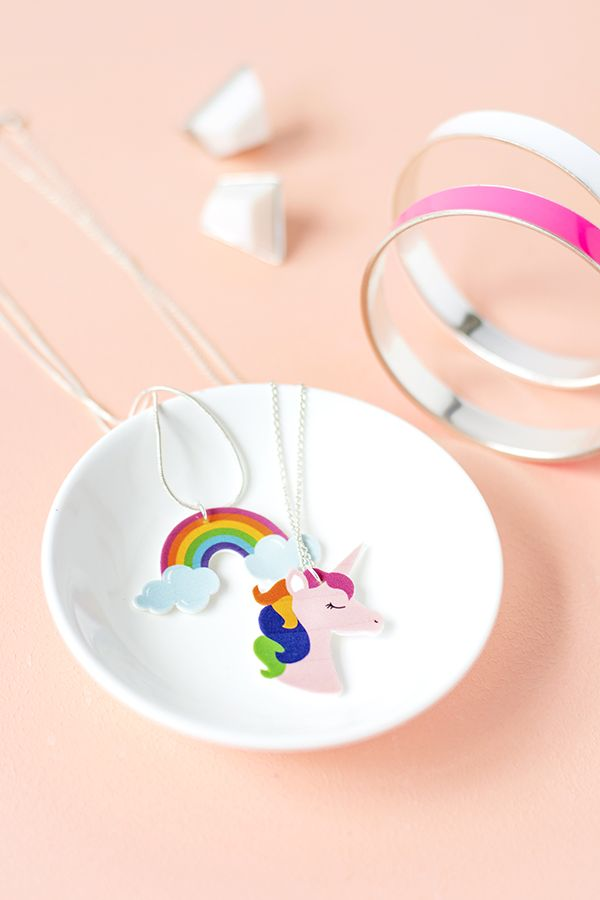 DIY shrink plastic rainbow necklaces with free printable!