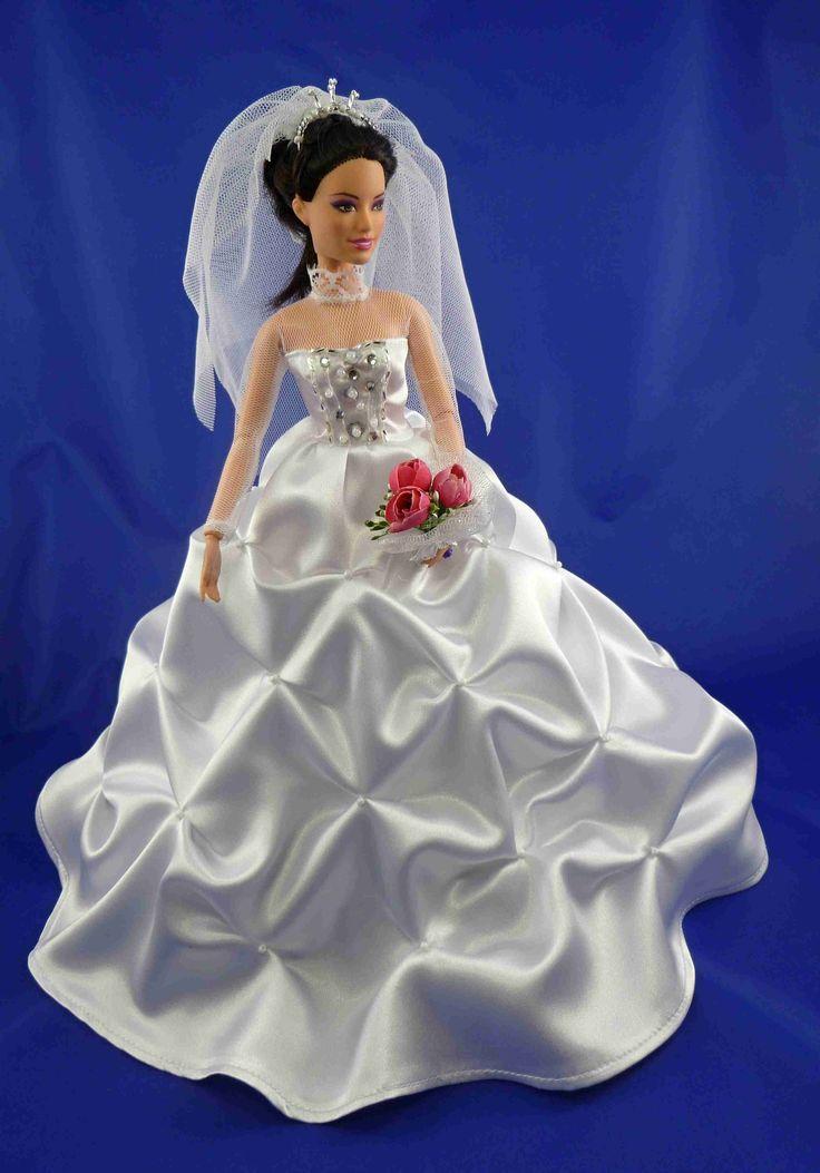 Svatební kolekce IV. - rezervace Bohaté saténové šaty zdobené korálky, vyšívaný živůtek, rukávy, tylová spodnička, zapínání na patentky čelenka, korále, kytice i závoj - vše v ceně