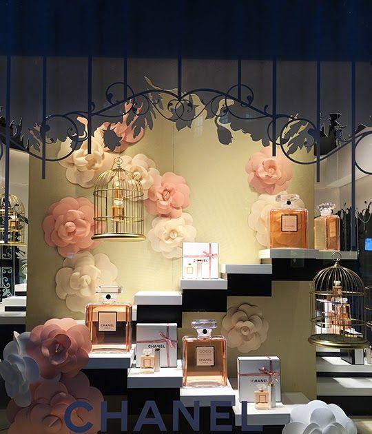 декор витрины с парфюмерией фото дерево требует никакого