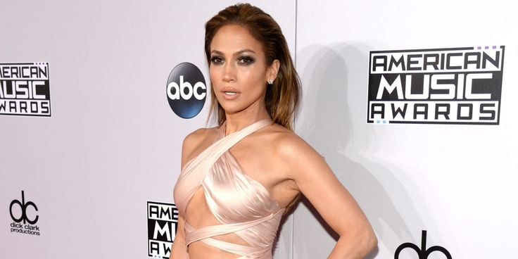 LOL: Twitter just remembered that Jennifer Lopez is 45 and still ~*flawless~* at everything she does.