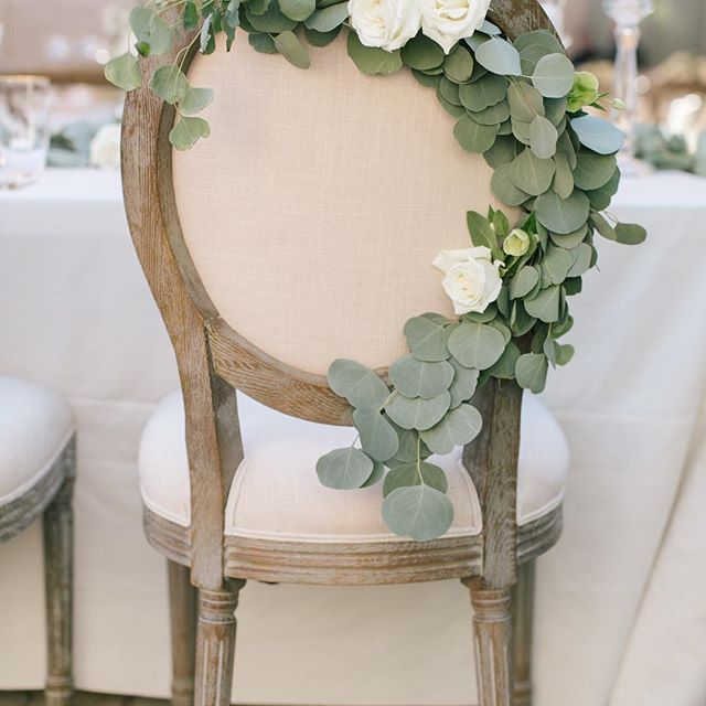 A little #weddingwednesday tip: decorate bride & groom chairs with flowers or greenery Love how @nicolehadesign draped these chairs with eucalyptus // @annamarksweddings @thechiavariguys #eventsbysatra #sonomawedding