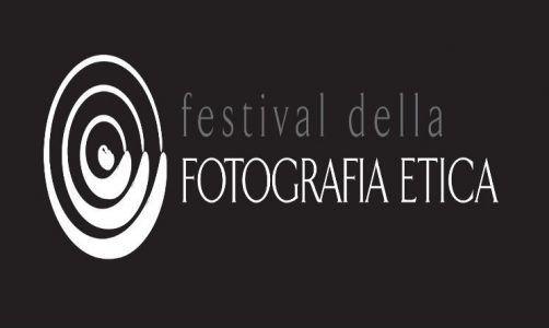 E' appena iniziato nell'ampia e curata cornice di Lodi il Festival Fotografia Etica 2016, evento di difficile imitazione che si propone di portare al pubblico italiano un aspetto dell'immagine che ogni fotografo professionista non dovrebbe sottovalutare: promuovere i photoshoot come strumento di approfondimento della conoscenza dell'ambiente, dei popoli extraeuropei e [...]