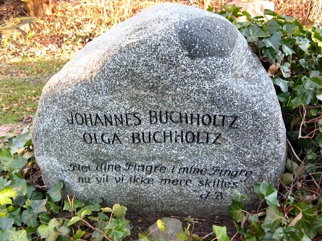 """Johannes and Olga Buchholtz's grave in their beloved garden - now in the middle of Struer Museum. """"Merge your fingers in my fingers now we will no longer be separated""""."""