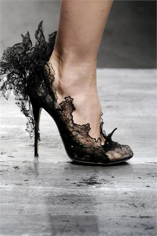 Oh my!: Fashion, Valentino, Style, Black Laces, Heels, Shoes Shoes