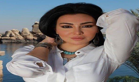 شاهد ميرهان حسين تستعرض رشاقتها في أحدث جلسة تصوير Choker Necklace Fashion Chokers