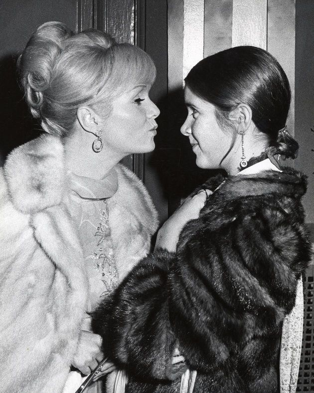 Debbie Reynolds Hollywood Icon Dead At 84 The Singin In Rain Actress Died One Day After Her Daughter Carrie Fisher