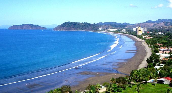Waves at Club del Mar in Costa Rica.