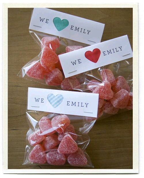 Mira estas 15  ideas para hacer pequeños detalles o souvenirs con dulces que puedes regalar en fiestas como un recuerdo de agradecimiento pa...