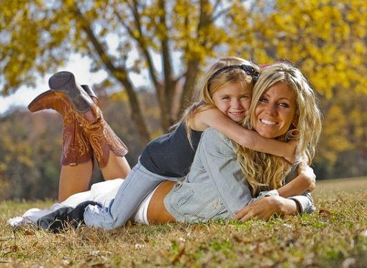 Cute idea for mommy daughter pic