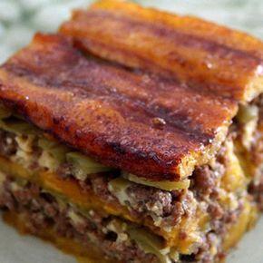 Aprende a preparar lasaña de plátano y carne con esta rica y fácil receta.  Una variante exquisita y perfecta para los niños de la clásica lasaña de carne...