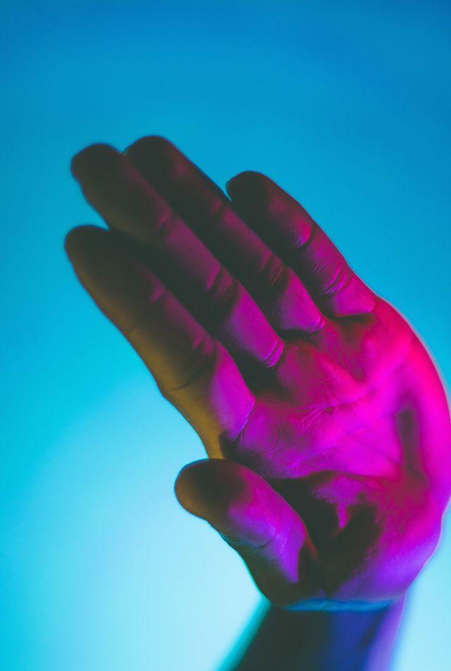 Hands Under Neon Lights – Fubiz™