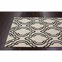 @Overstock.com - Invoke the feel and warmth of a country home with this stunning woolen hand-hooked rug. Meticulously made using a petit point stitches construction, make your favorite space feel right at home.http://www.overstock.com/Home-Garden/Handmade-Luna-Modern-Trellis-Ivory-Wool-Rug-76-x-96/6628883/product.html?CID=214117 $298.34