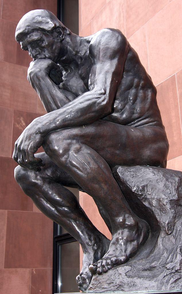 Escultura sedente.  Escultura en bronce de Auguste Rodin. El pensador se situa en Las Puertas del Infierno. Material: Bronce Textura: Rugosa Acabado: Brillo propio del marmol. Color: Negros y grises oscuros para resaltar el dramatismo de la figura. Significado: Las figuras pensativas es un tópico iconográfico representado desde la antigüedad. Hace referencia a la persona melancólica y triste que piensa sobre la vida y la muerte.